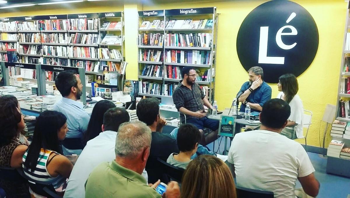 Presentación libro Expediente Ananda de Nacho López Llandres en Librería LE