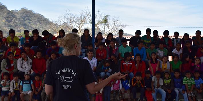 Marina Estacio Voluntaria Ayuda en Acción con The Water Van Project