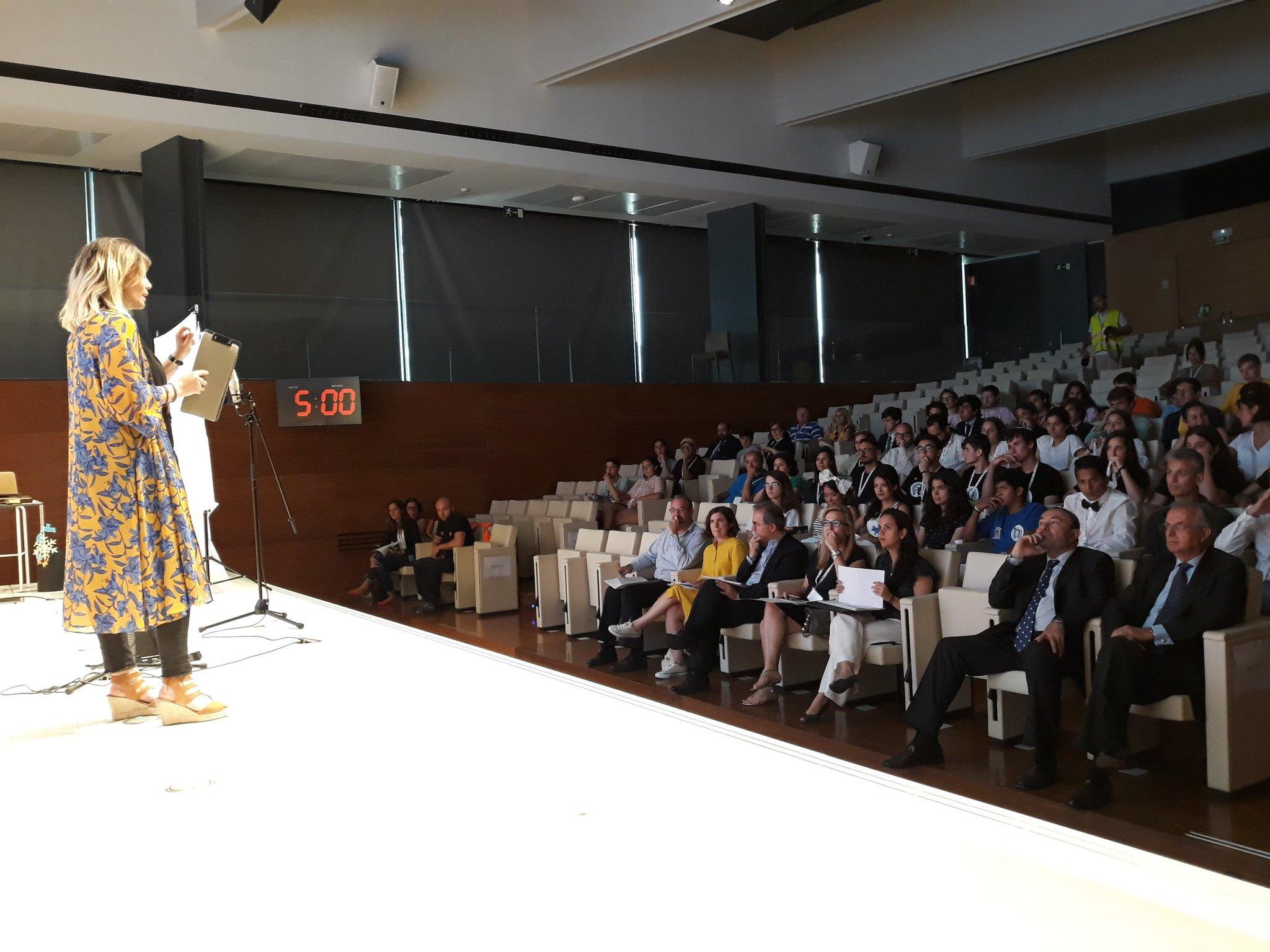 """Marina Estacio, mastra de ceremonias del evento """"Energía con Conciencia"""" 2018 de Fundación Repsol"""