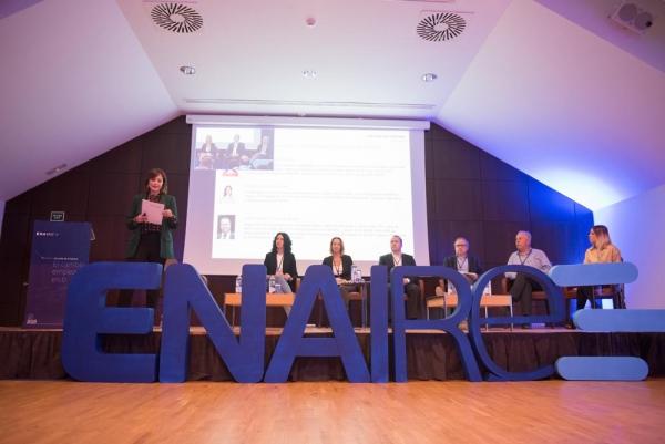 Marina Estacio, moderadora mesas redondas evento ENAIRE Plan de Vuelo 2020. Presentadora evento.
